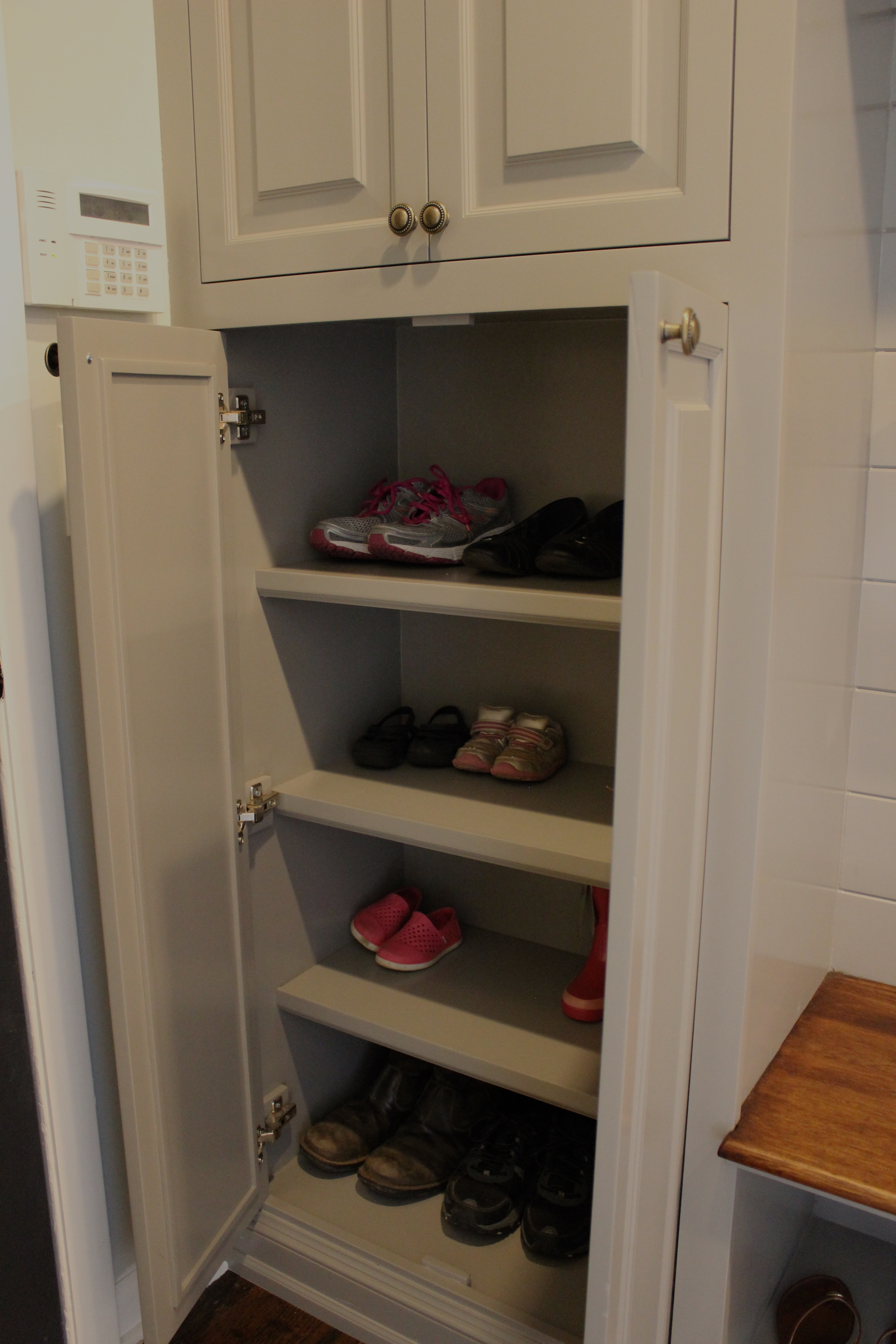 mudroom-shoe-shelf