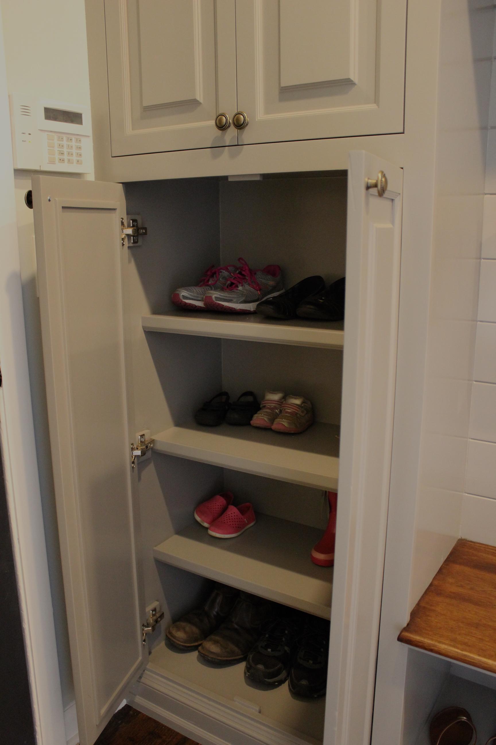 mudroom-shoe-shelf